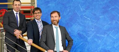 EBS-Remi-Leiter Jan Mutl, eingerahmt von Gregor Volk (links) und Jens Göttler von La Française.