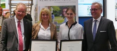 Freuen sich über gelungene Abschlussarbeiten: Gerhard K. Kemper, Anke Sieveritz, Franziska Rubin und Prof. Jens Oeljeschlager (v.l.)