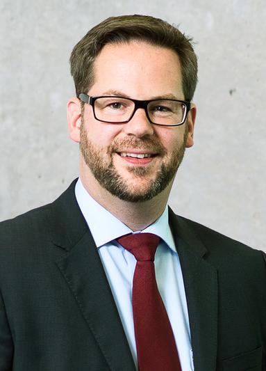 Dr. Henning Lustermann.