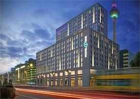 Das Motel-One-Hotel am Alexanderplatz wird mit 19 Etagen das größte der Gruppe in Berlin. Im Projekt steckt Mezzaninekapital.  IVG Immobilien Verwaltungsgesellschaft