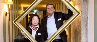 Mentee Yoon Sun Choi und ihr Mentor Jan Bettink auf der Abschlussveranstaltung des ersten Cross-Mentoring-Jahrgangs im November 2016 in Berlin.