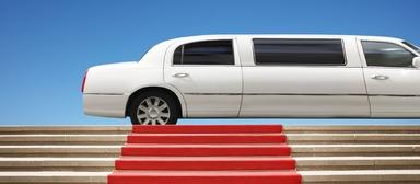 Noch fahren die Arbeitgeber nicht mit der Limousine an der Uni vor, um sich Studenten zu angeln. Der sprichwörtliche rote Teppich ist jedoch bereits ausgerollt.