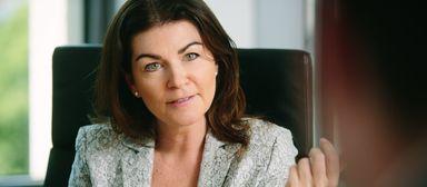 Izabela Danner, Personalchefin von JLL, will bis Jahresende noch 50 bis 60 Berufseinsteiger bzw. Absolventen einstellen.
