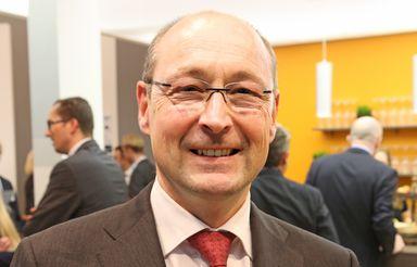 Für das Geld, das Vonovia-Chef Rolf Buch und seine Vorstandskollegen 2016 im Schnitt bekamen, müssen typische Mitarbeiter der AG 46 Jahre arbeiten.
