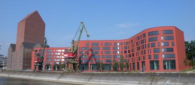Sollte 30 Mio. Euro kosten, daraus wurden schließlich 200 Mio. Euro: das Landesarchiv Nordrhein-Westfalen im Duisburger Innenhafen.