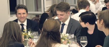 Arbeitgeber-Hahn im Studenten-Korb.