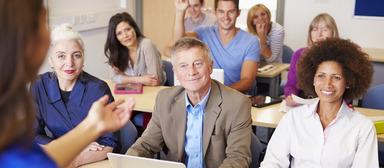 Makler müssen ihrer Fortbildungspflicht nicht unbedingt auf der Schulbank nachkommen. Sie können ihr Weiterbildungspensum auch im Selbststudium erbringen.