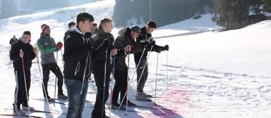 Skilanglauf war eine der Disziplinen, in denen sich die Azubi-Kandidaten im Schneecamp des Kälteanlagenbauers DKA beweisen mussten.