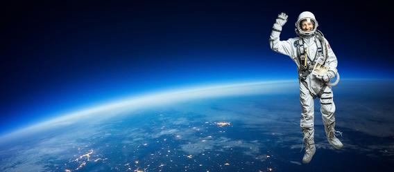 Foto Astronaut: Christof Mattes, Foto Weltraum: shutterstock.com/IM_photo