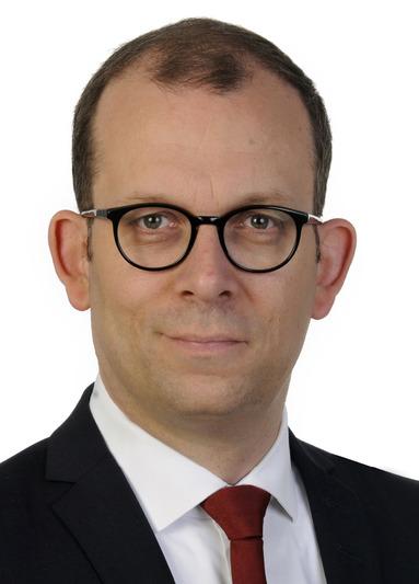 René Dubois.