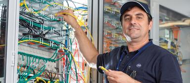 Techniker mit Erfahrung sind bei ISS Communications Services derzeit gesuchte Leute.
