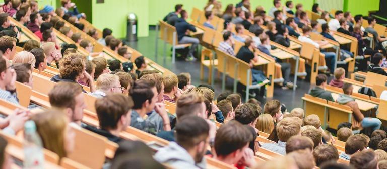 Weil andere Fachbereiche schwächeln, können jetzt mehr junge Menschen Wirtschaftsingenieurwesen mit Schwerpunkt Bau an der TU Darmstadt studieren.