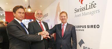 Im Oktober 2018, auf der Immobilienmesse Expo Real, noch ein Dreigestirn (v.l.): Beos-Vorstandssprecher Martin Czaja, Corpus-CEO Bernhard Berg und Stefan Mächler, Group CIO von Swiss Life.