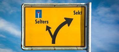 Sekt oder Selters: Wie gut werden Führungskräfte, Experten und Sachbearbeiter in der Immobilienbranche bezahlt?