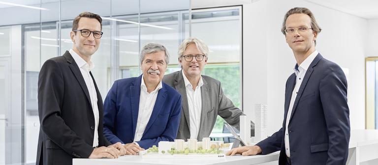 Die nun vierköpfige Führungsriege von AS+P (v.l.n.r.): Axel Bienhaus, Friedbert Greif, Joachim Schares und Geschäftsführungsnovize Martin Teigeler.