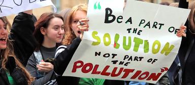 """""""Sei Teil der Lösung, nicht der Verschmutzung."""" Als FM-Mitarbeiter könnten die jungen Leute selbst aktiv werden."""