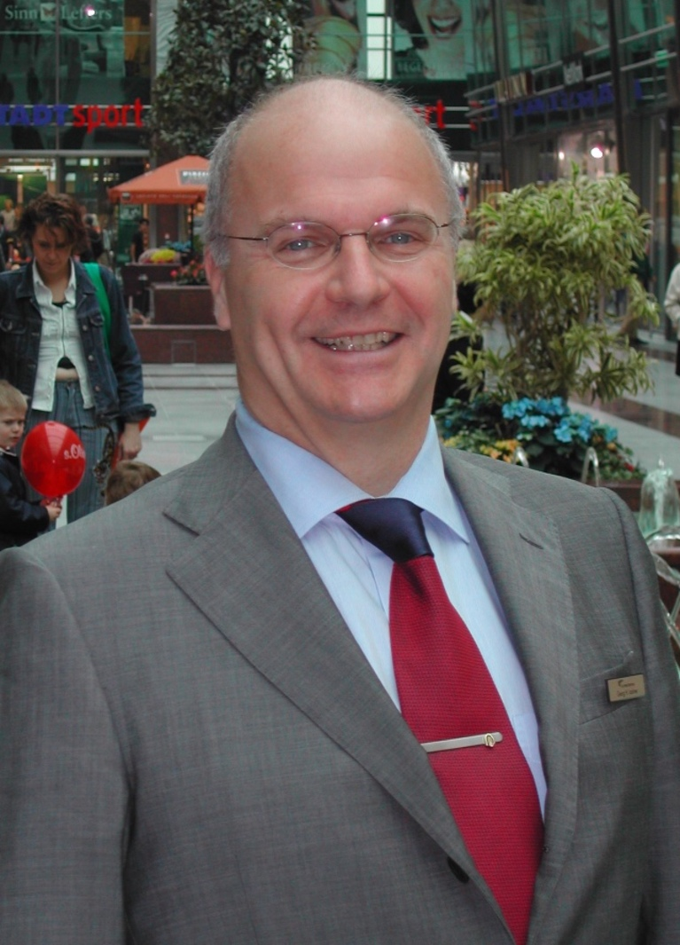 Da war er erst seit rund zwei Jahren Centermanager im NWZ: Georg-Hubertus Lackner im Jahr 2004.
