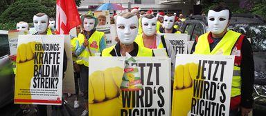 """""""Jetzt wird's richtig dreckig"""", hieß es vor wenigen Wochen auf den Schildern der Warnstreikenden in Dreieich. Auch online wurde hart gekämpft. Die IG-Bau-Aktion Dirty-Job-Pranger bezeichnete der BIV als """"Dreckschleuderei""""."""