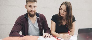 Zwei Drittel der Absolventen sind weiblich, doch die Männer inszenieren sich öfter in sozialen Berufsplattformen.