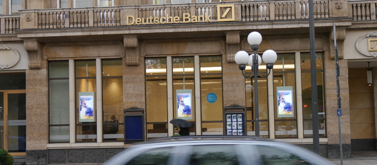 Deutsche-Bank-Filiale in Wiesbaden.