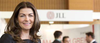 HR-Vorstand Izabela Danner - hier 2014 auf dem IZ-Karriereforum - wird künftig angeblich nicht mehr für JLL posieren.
