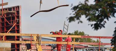 Ein Schlichter soll Bewegung in die festgefahrenen Tarifverhandlungen für die Bau-Mindestlöhne bringen.