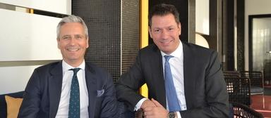 Noch vereint: Guy Grainger (links), CEO der Emea-Region bei JLL, und sein scheidender Deutschlandchef Timo Tschammler.