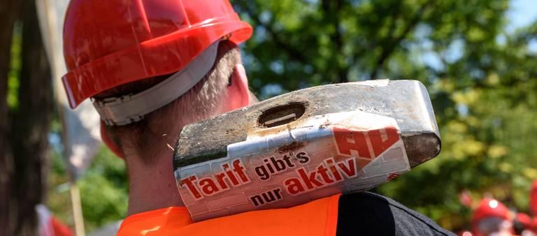 Die IG Bau will bei der nächsten Tarifrunde 6,8% mehr Lohn für die Beschäftigten im Bauhauptgewerbe herausholen. Die Arbeitgeberseite macht da nicht mit.