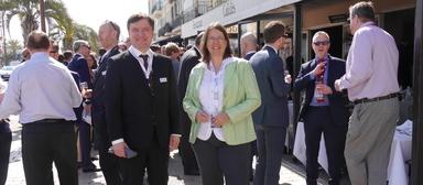 Da waren sie noch unter dem Swiss-Life-Dach vereint: Bernd Wieberneit und Christine Bernhofer, anno 2017 auf der Mipim in Cannes.