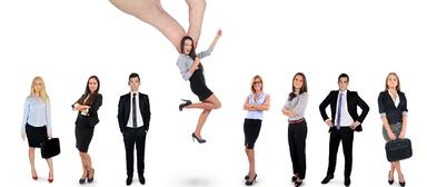 Ist es schon soweit, dass Arbeitgeber sich wieder die/den Beste(n) rauspicken können?
