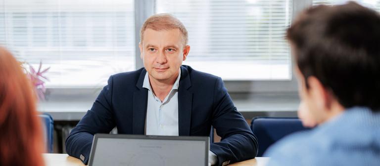 IntelliWay-Chef Sergey Koynov ist seit 2012 an Bord und hat, wie er sagt, keine Probleme, in Bulgarien und in Deutschland qualifiziertes Personal für die Verwaltungstätigkeiten zu bekommen.