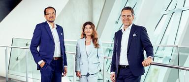 Steffen Szeidl (links) und Dierk Mutschler heißen Izabela Danner im Vorstand von Drees & Sommer willkommen.