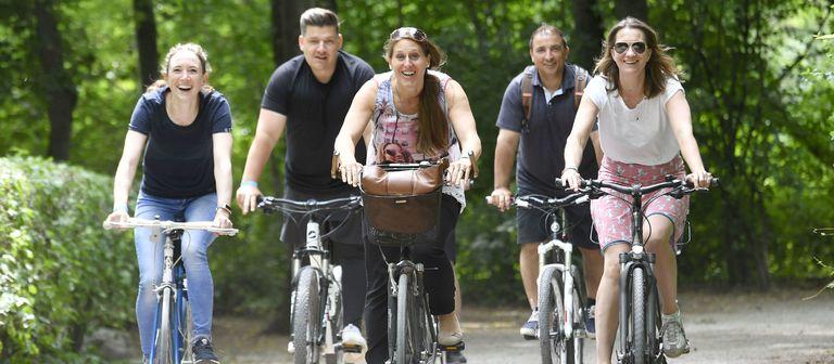 Die Mitarbeiter von Logivest radeln nicht nur aus Spaß an der Freude, sie wandern, laufen, reiten und skaten auch für einen guten Zweck.