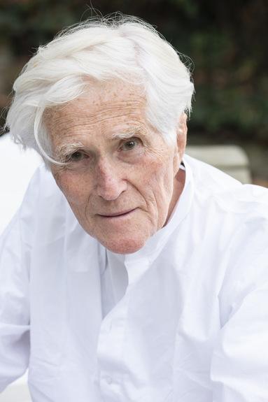 Jürgen Patzschke wurde 1938 in Radebeul geboren und gilt als ein bedeutender Verfechter einer klassisch-traditionellen Architektur.