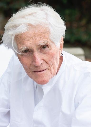 Jürgen Patzschke wurde 1938 in Radebeul geboren und gilt als ein bedeutender Verfechter der klassischen Moderne.