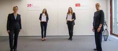 V.l.: Professor Dr.-Ing. Regina Zeitner, Klarissa Klotschke, Lara Sophie Kuttruf und Baustaatssekretärin Anne Katrin Bohle.