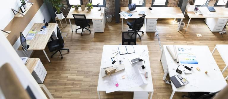 Verwaistes Büro: Irgendwann kehren die Mitarbeiter wieder zurück, aber vermutlich seltener als vorher.