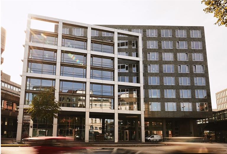 Das neue HSBA Campus-Gebäude in zeitgemäßem Design. Bis der Präsenzunterricht wieder alltäglich wird, wird wohl noch einige Zeit vergehen. Quelle: HSBA.