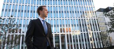"""Savills-Deutschlandchef Marcus Lemli sieht trotz der feststehenden Schließung des Stuttgarter Büros """"keine Anzeichen für eine Strategieumkehr""""."""