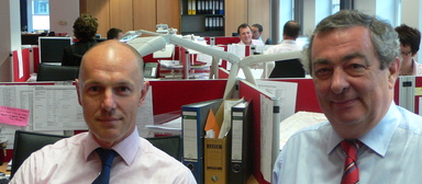 Rod Jones (r.) 2007 mit Henry Robinson im Frankfurter Büro von Drivers Jonas.