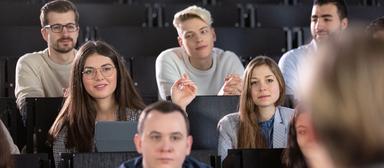 Die IZ hat viele Fragen an Studierende.