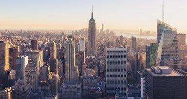 Nach der Corona-Pandemie werden viele Menschen in Manhattan nicht mehr fünf Tage die Woche im Firmenbüro arbeiten. Das hat eine Umfrage unter Arbeitgebern ergeben.