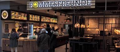Gehört zum Inventar vieler Einkaufszentren: eine Filiale von Pommes Freunde.