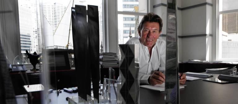 Helmut Jahn, eine Aufnahme aus dem Jahr 2011. Damals arbeitete er in seinem Büro im Jewelers Building in Chicago.