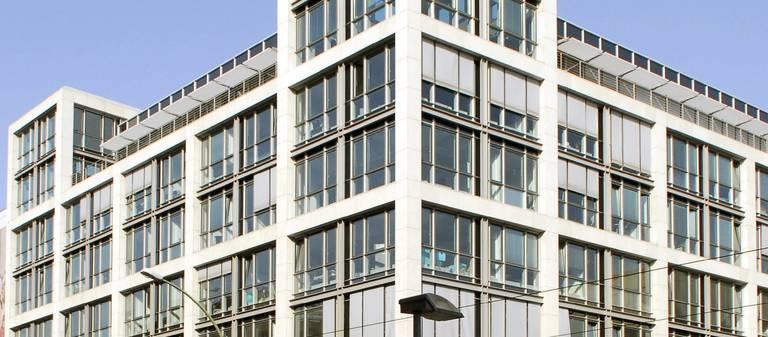Das Gebäude des Gesundheitsministeriums, hier ein Archivbild von 2007, ist jetzt im Portfolio von Hanse Merkur.