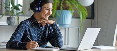 Um die Weiterbildungspflicht zu erfüllen, nutzen viele Makler und Verwalter Online-Tools.